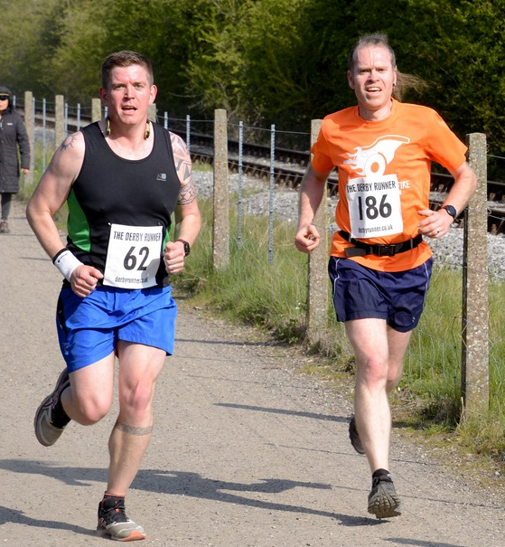 Beeston Runner (186) at mile 2.5 on the Peak Rail 7 (Train vs Runner) 2019